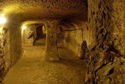 Derinkuyu - fonte: http://sometimes-interesting.com/2014/05/09/derinkuyu-the-underground-cities-of-cappadocia/